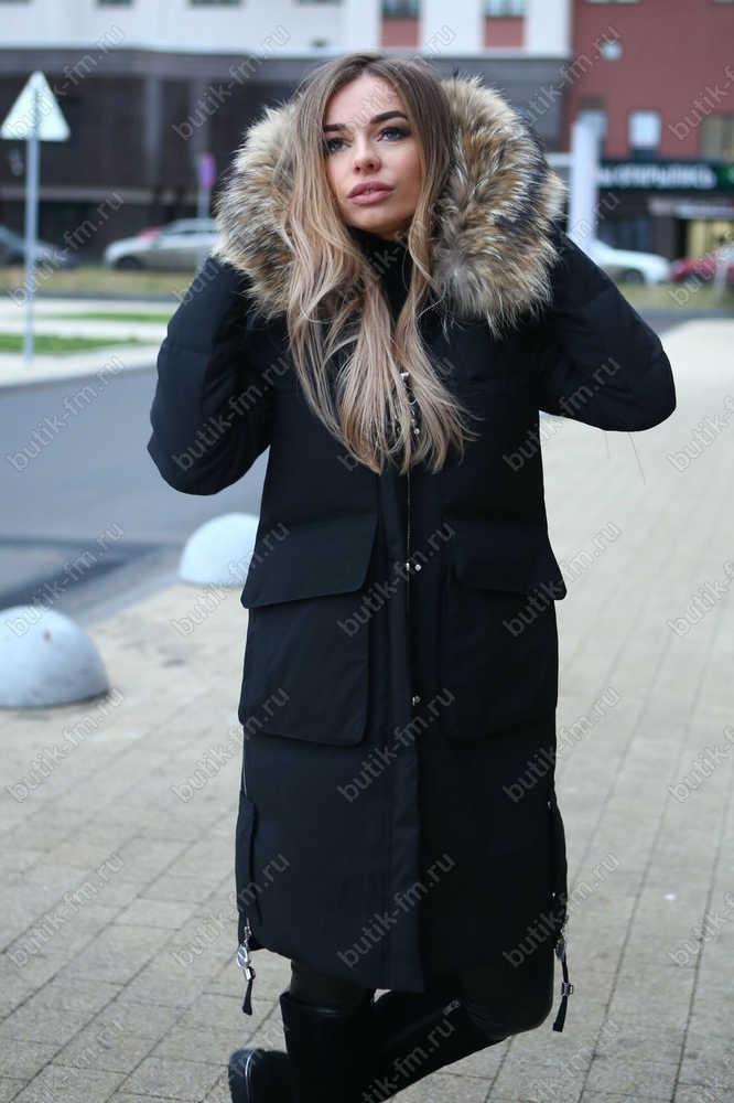Длинный зимний пуховик с накладными карманами черного цвета